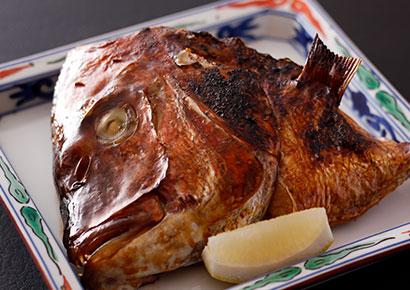 画像:鯛の兜焼き