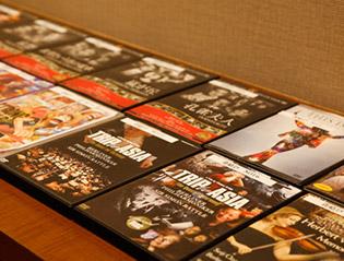 画像:貸出DVDコーナー